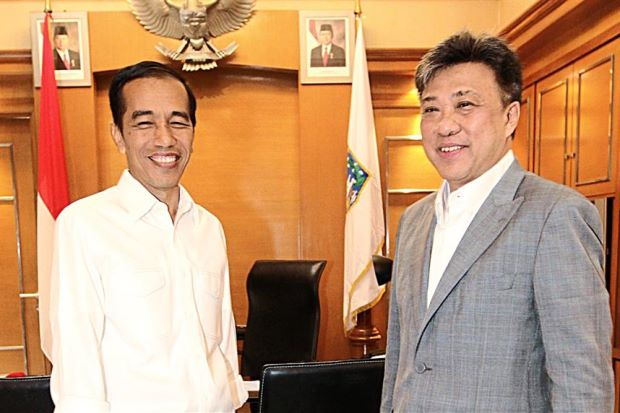 All smiles: Jokowi posing with Wong Chun Wai at his office in Jakarta. - AZMAN GHANI / The Star