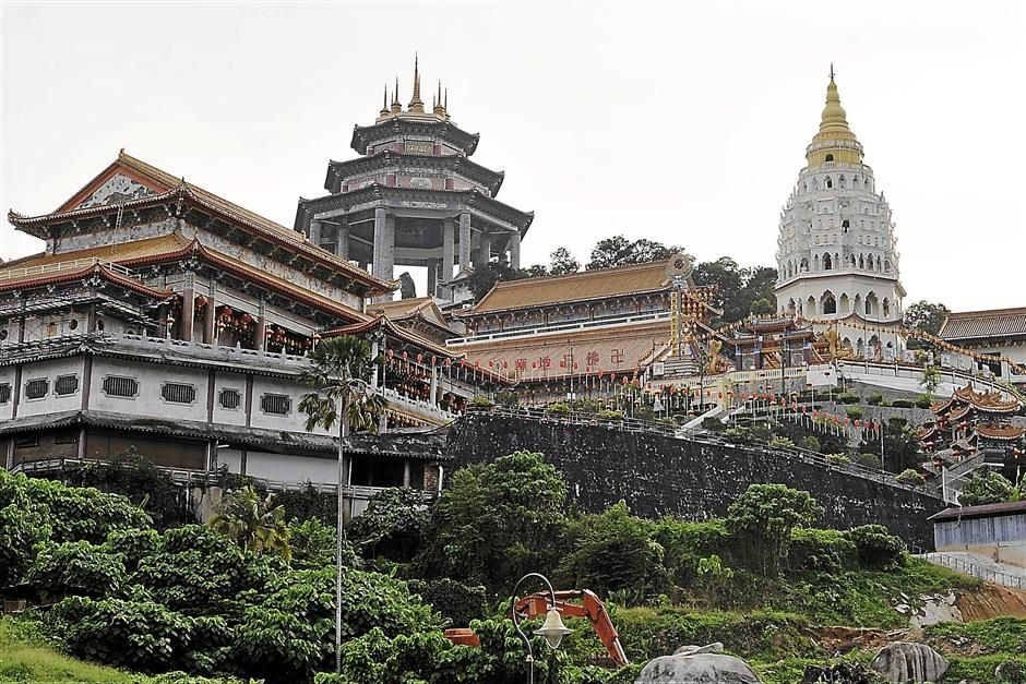 The Kek Lok Si Temple, a tourist attraction.